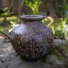 古い銅の小壷 人物の彫文様s-173