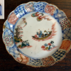 古伊万里色絵輪花小皿 和船と漁師の図 水辺樹木波雲文 t-887