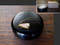 塗物 木地本漆塗 香合 秋にふさわしい鈴虫文 黒漆 金蒔絵 螺鈿 茶道具 k-340