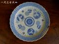 古伊万里 青磁染付 輪花大皿 一尺三寸 美しい鎬と十六花弁菊に丸文様 銀直し有 t-1740